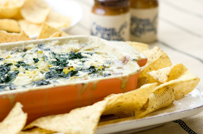 Hot Vegan Kale and Artichoke Dip